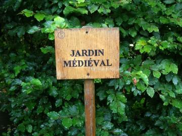 Histoire travers jardin for Jardin medieval